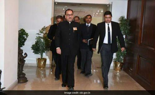 A photo of Alok Verma walking into CBI headquarters accompanied by people